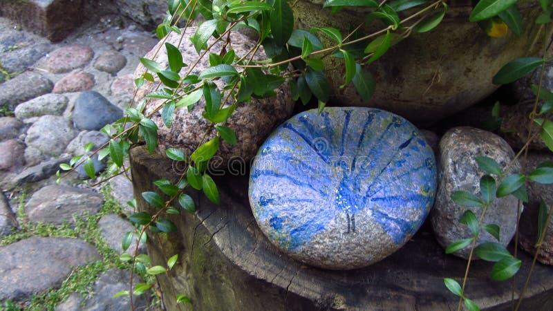 Artystyczny rysunek paw na Płaskim kamieniu obraz stock