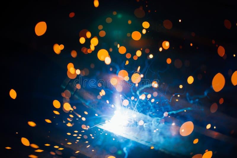 Artystyczny spaw iskier światło, przemysłowy tło zdjęcia royalty free