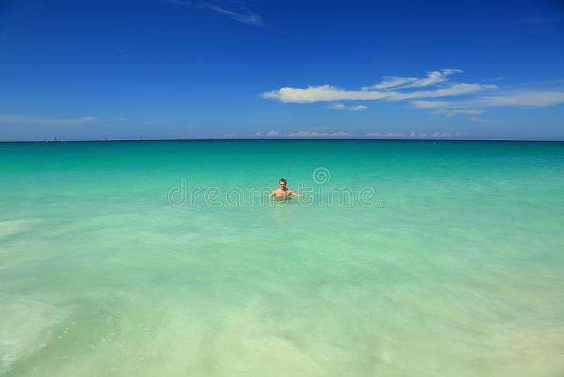 Aruba ö Mananseende i havet royaltyfri bild