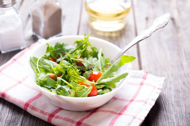 Arugula σαλάτας και ντομάτα κερασιών στοκ φωτογραφίες με δικαίωμα ελεύθερης χρήσης