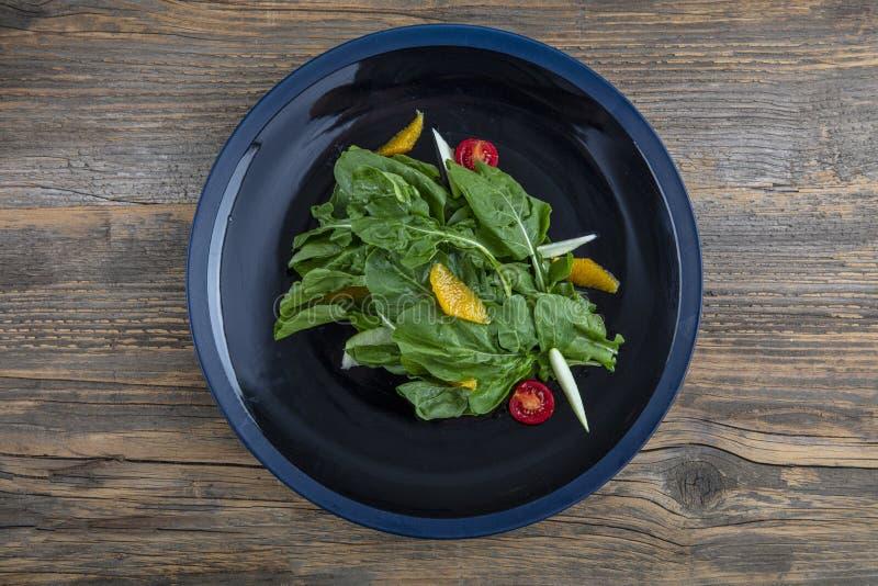 Arugula insalad Insalata fresca con verdure miste di rucola chiusa Alimenti sani fotografia stock libera da diritti