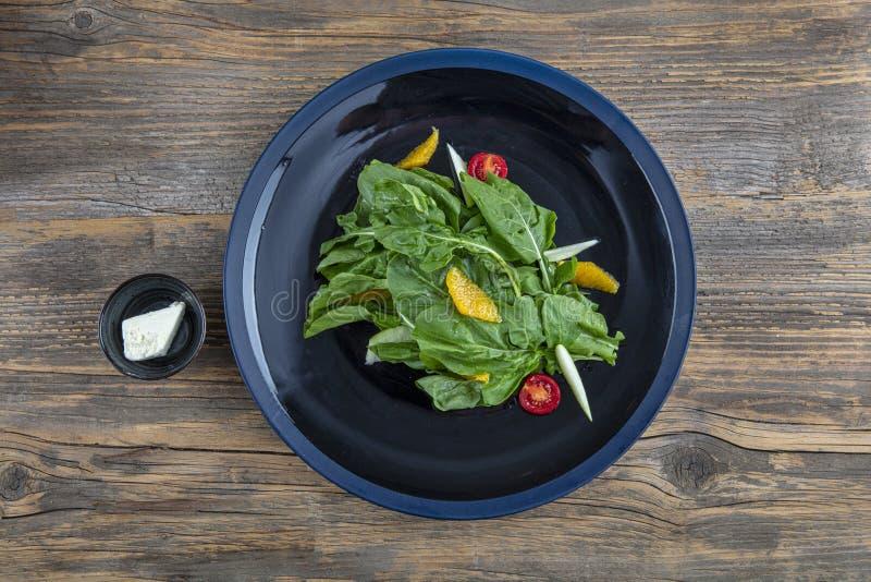 Arugula insalad Insalata fresca con verdure miste di rucola chiusa Alimenti sani fotografie stock libere da diritti