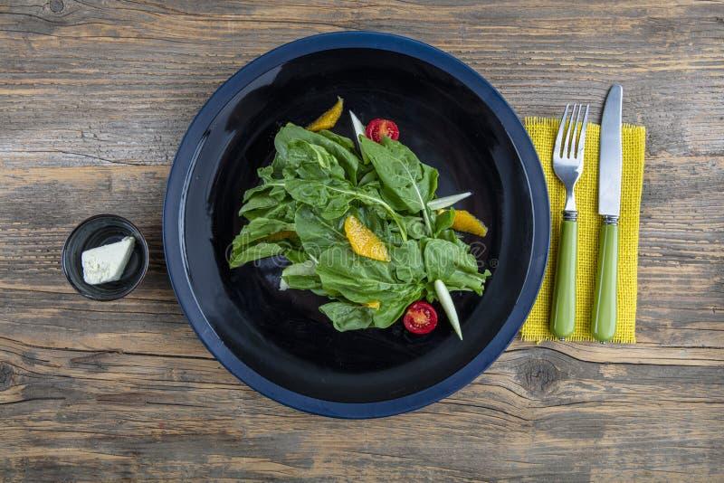 Arugula insalad Insalata fresca con verdure miste di rucola chiusa Alimenti sani fotografie stock