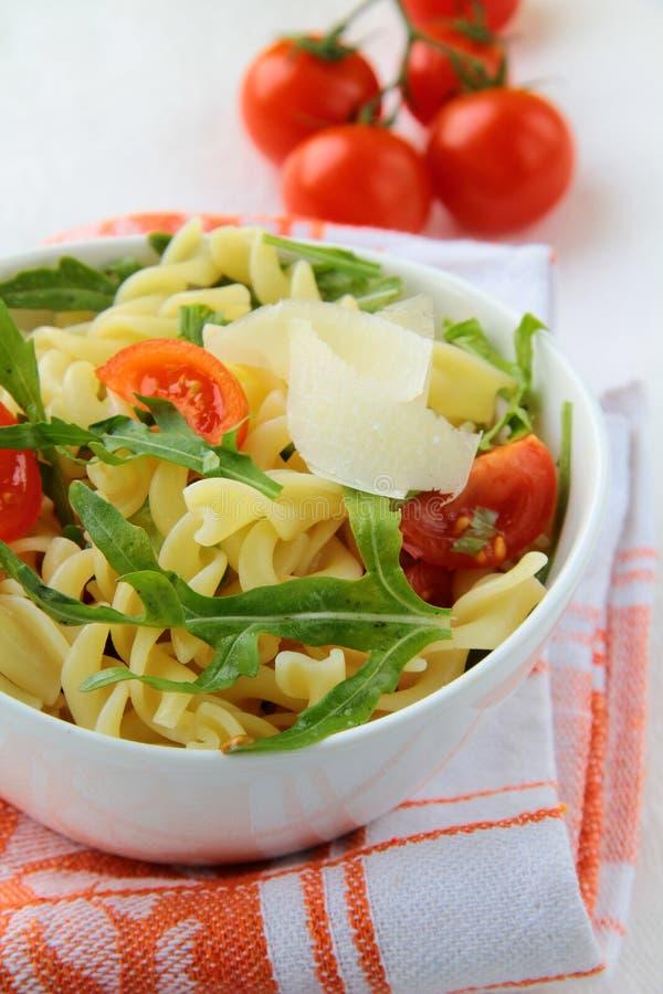 arugula makaronu sałatki pomidory obraz stock