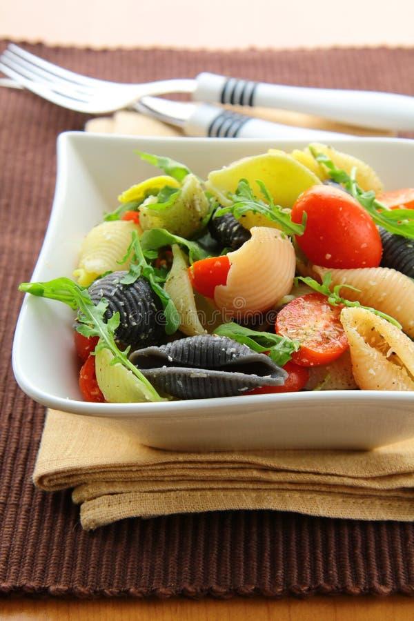 arugula makaronu sałatki pomidory zdjęcie royalty free