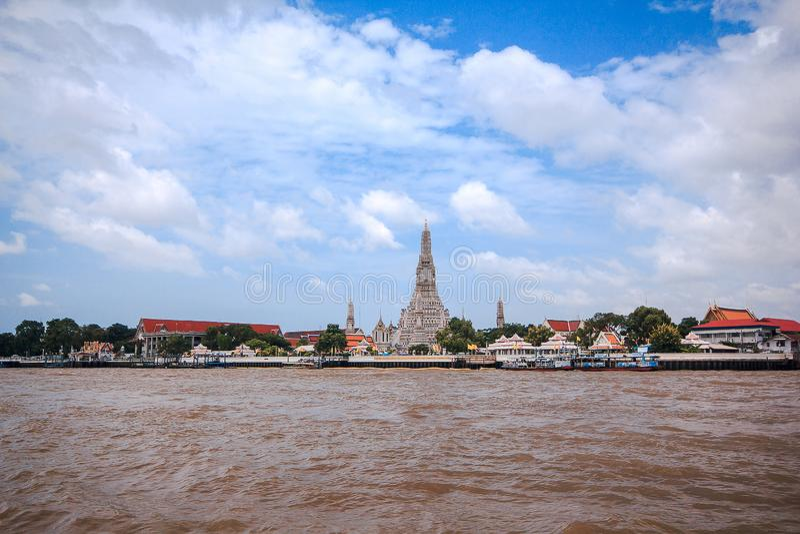 Arunratchawararam寺庙在昭拍耶河,曼谷的西岸位于, 库存图片