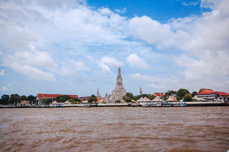 Arunratchawararam寺庙在昭拍耶河,曼谷的西岸位于, 库存照片