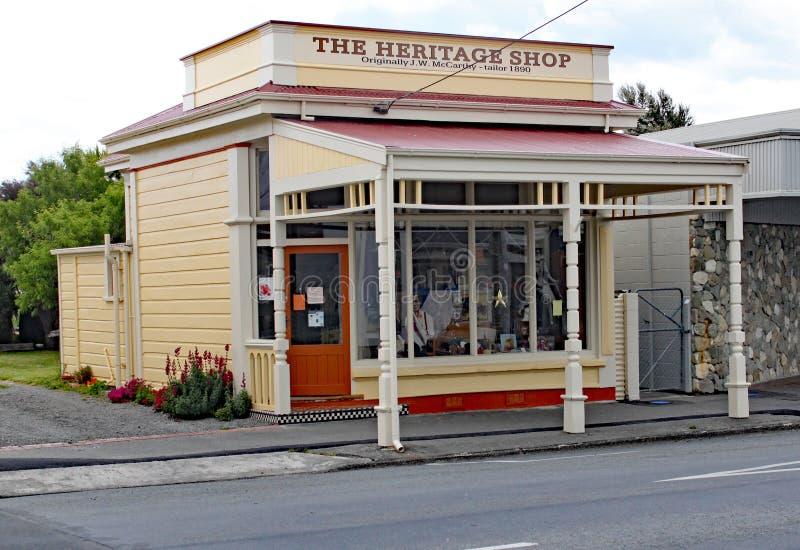 Arvet shoppar på den huvudsakliga fyrkanten i martinborough, Nya Zeeland royaltyfria foton