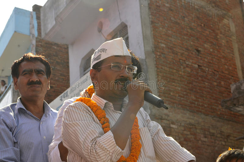 Arvind Kejriwal que hace campaña para el Dr. Kumar Vishwas foto de archivo