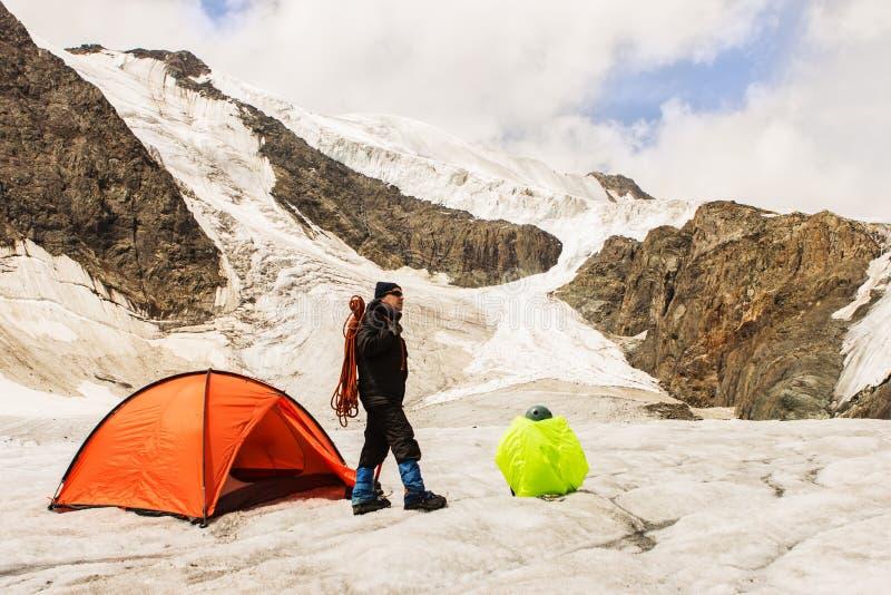 Arywistów koszty na lodowu blisko namiotu zdjęcia stock
