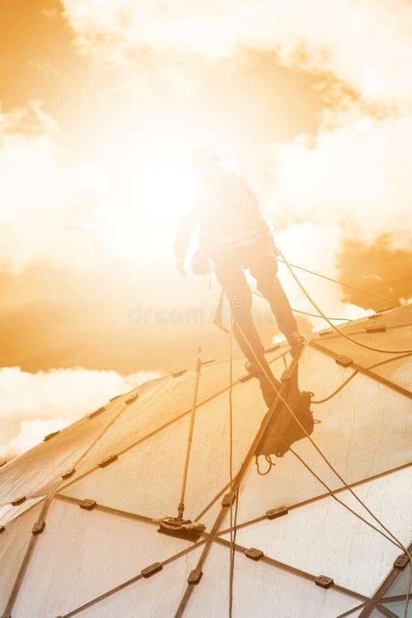 Arywista na drapaczu chmur zdjęcia stock