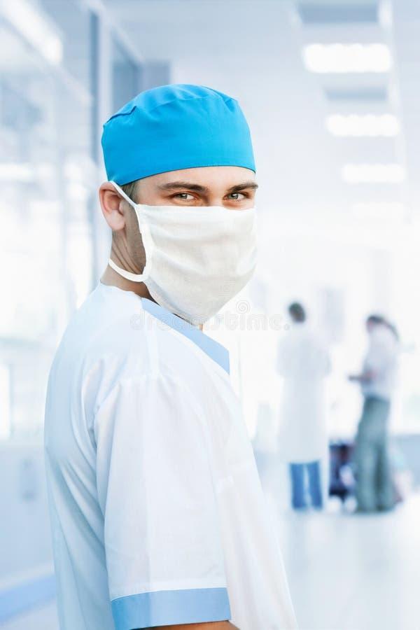 Arzt in der Schablone lizenzfreie stockbilder