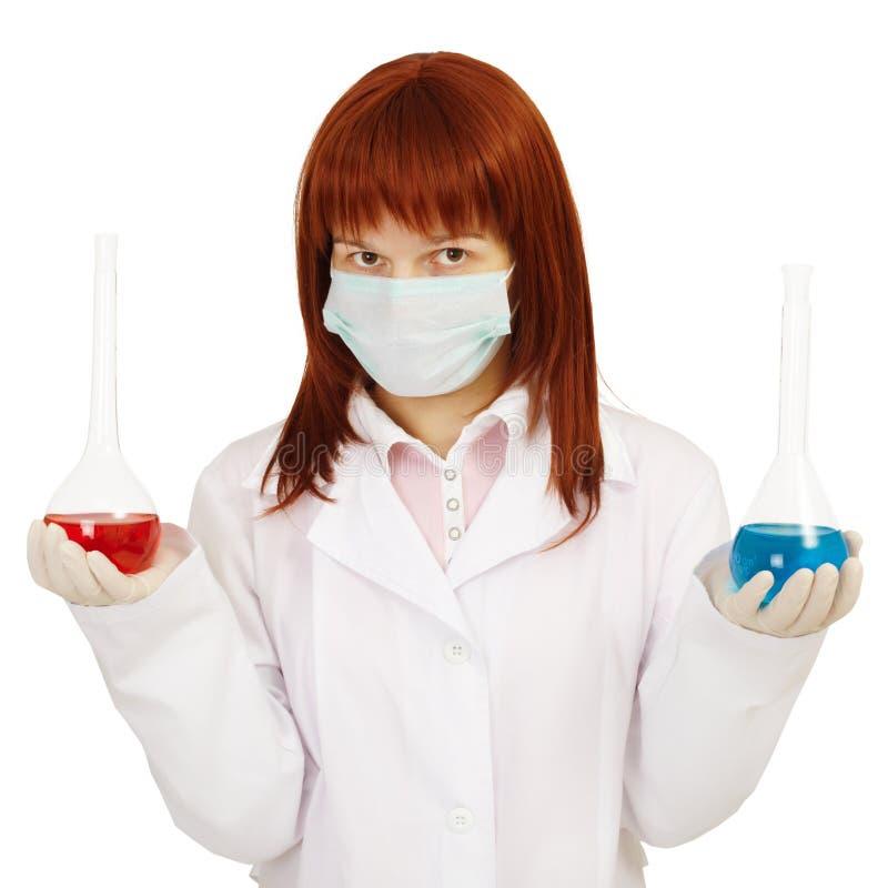 Arzt zeigt uns alternative Vorbereitungen lizenzfreie stockbilder