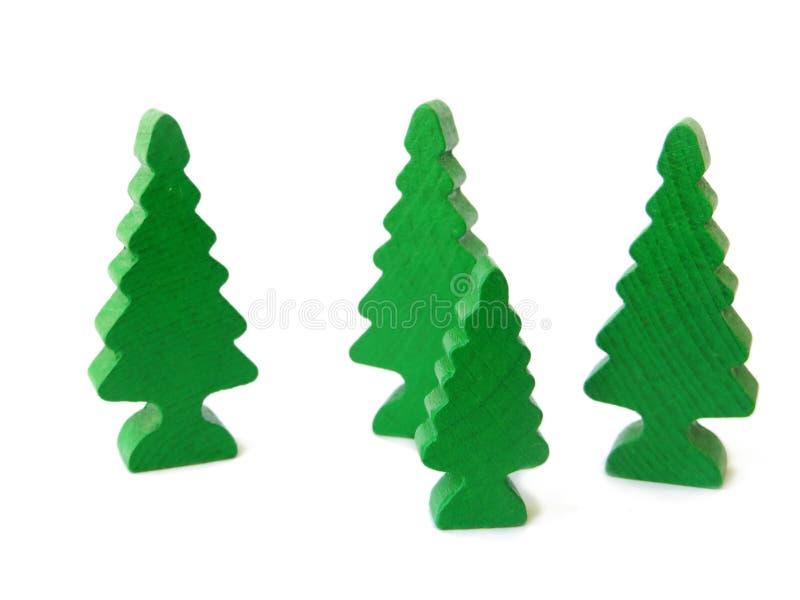 As árvores de Natal esverdeiam o brinquedo de madeira com um fundo branco isolado fotografia de stock