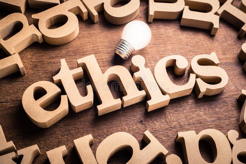 As éticas exprimem na tabela imagens de stock