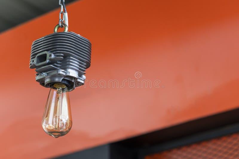As ampolas interiores da lâmpada moderna do teto projetam como a motocicleta do cilindro imagens de stock royalty free