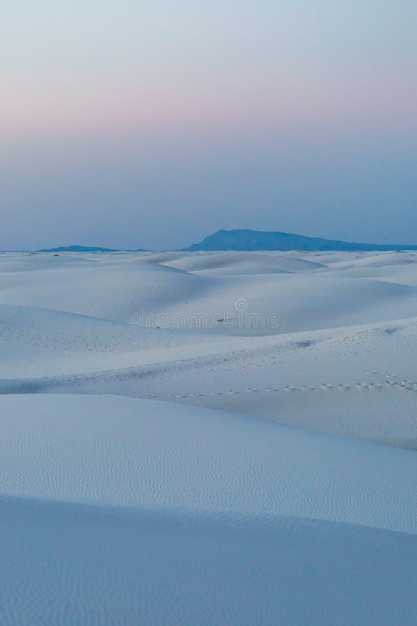 As areias brancas abandonam a vista fotografia de stock