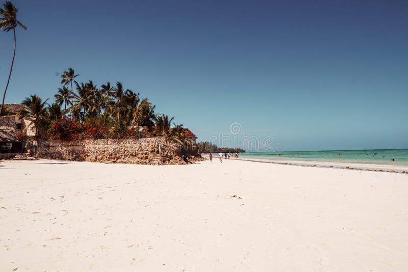 As areias brancas de Uroa encalham, baía de Uroa, Zanzibar fotografia de stock