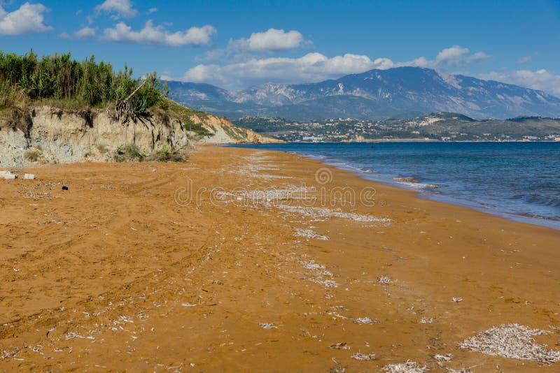 As areias vermelhas do xsi encalham, Kefalonia, ilhas Ionian, Grécia foto de stock