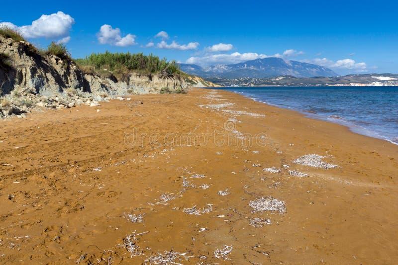 As areias vermelhas do xsi encalham, Kefalonia, ilhas Ionian, Grécia imagens de stock