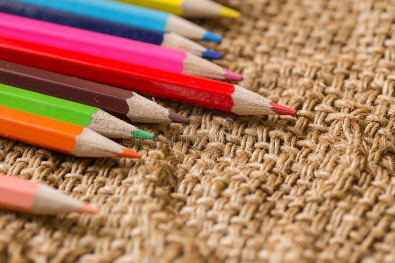 As artes das cores escrevem o lugar com espaço para o líder Artist da elite ou o conceito criativo imagem de stock