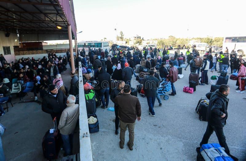 As autoridades egípcias reabrem o único cruzamento do passageiro entre Gaza e Egito em ambos os sentidos hoje fotografia de stock
