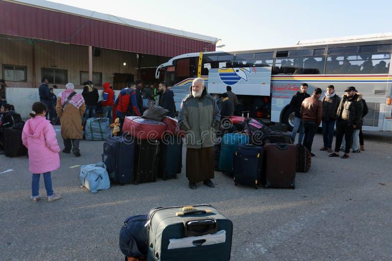 As autoridades egípcias reabrem o único cruzamento do passageiro entre Gaza e Egito em ambos os sentidos hoje imagens de stock
