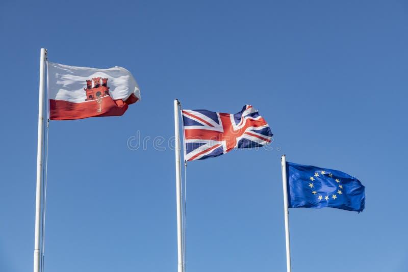 As bandeiras de Gibraltar, de Reino Unido e do voo da UE em Gibraltar fotos de stock