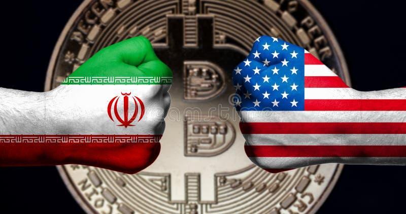 As bandeiras dos EUA e do Irã pintados em dois apertaram os punhos que enfrentam cada um fotos de stock royalty free