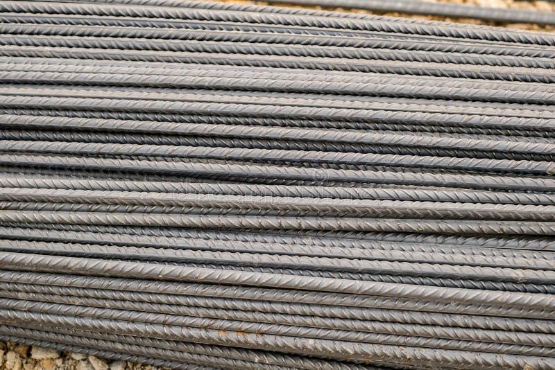 As barras de reforço fizeram do aço laminado a alta temperatura para o reforço de estruturas concretas imagem de stock