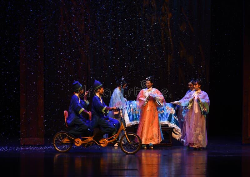 As bicicletas são muito raras nas imperatrizes festa-modernas do drama da palácio-morte no palácio imagens de stock royalty free