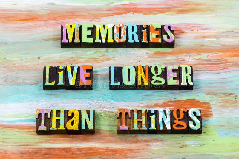 As boas memórias vivem após agora o futuro recordam citações da tipografia imagens de stock royalty free