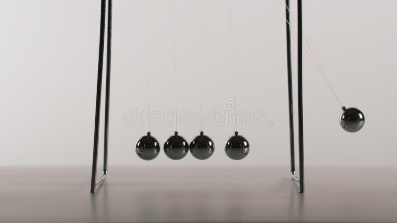 As bolas do equilíbrio estão balançando - vista dianteira fotografia de stock royalty free