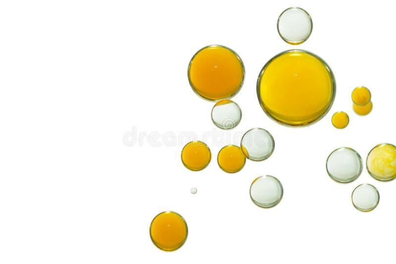 As bolhas coloridas são isoladas sobre uma superfície branca fotografia de stock royalty free