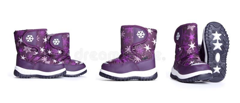 As botas das crianças em ângulos diferentes em um fundo branco imagens de stock