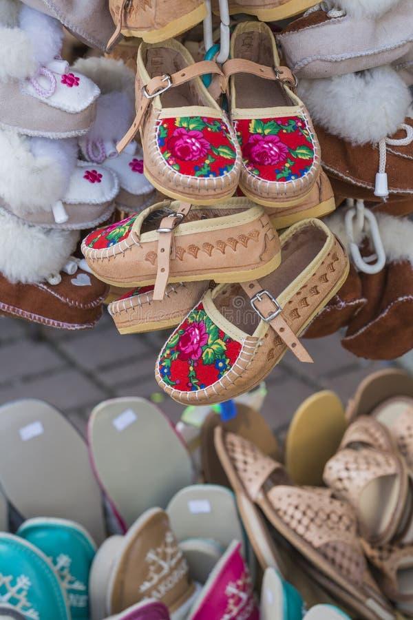 As botas de couro polonesas tradicionais da montanha para crianças chamaram 'k imagem de stock royalty free