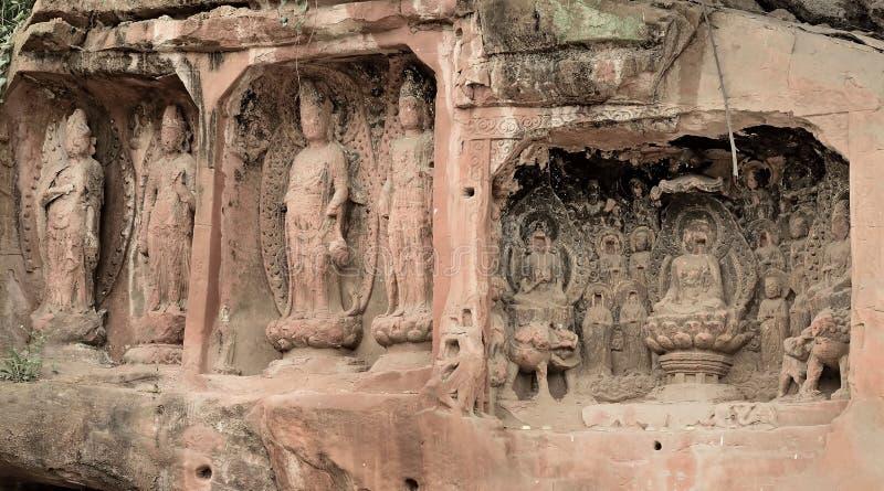 As Budas cinzeladas em pedras enormes foto de stock royalty free