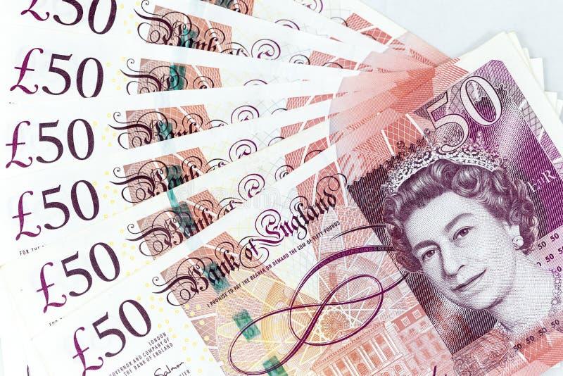 As cédulas da moeda espalharam através libra esterlina britânica do quadro na vária denominação fotos de stock royalty free
