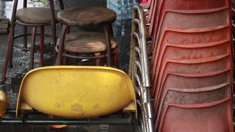 as cadeiras Multi-coloridas muitos tipos deixaram-nos escolher fotos de stock