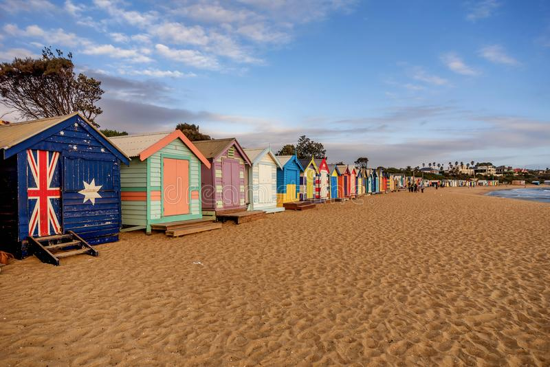 As caixas de banho coloridas em Brigghton encalham em Melbourne, Australi imagens de stock royalty free