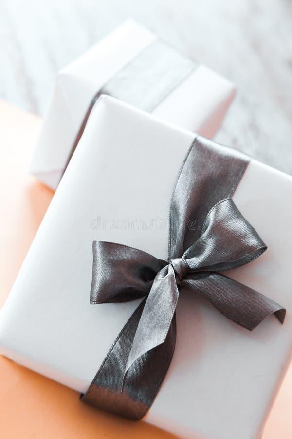 As caixas de presente bonitos fecham-se acima foto de stock royalty free