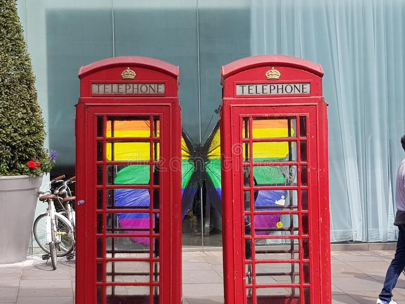 As caixas de telefone de Londonn comemoram o ORGULHO imagens de stock royalty free