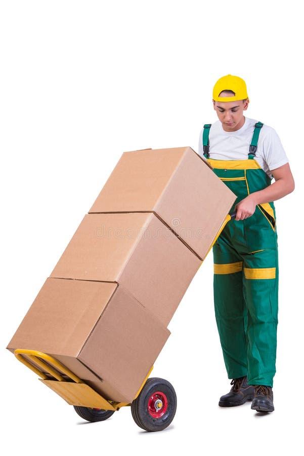 As caixas moventes do homem novo com o carro isolado no branco fotos de stock royalty free