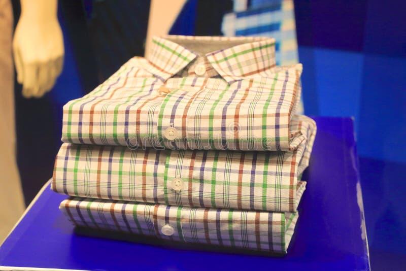 As camisas do homem novo fotos de stock royalty free