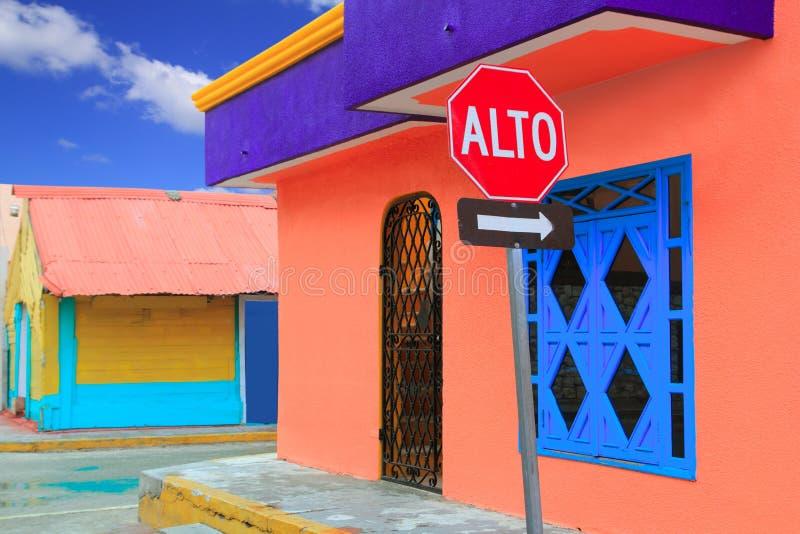 As Caraíbas coloridas abrigam Isla tropical Mujeres fotos de stock royalty free
