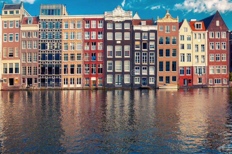 As casas da dança no canal Damrak de Amsterdão, Holanda, Países Baixos foto de stock