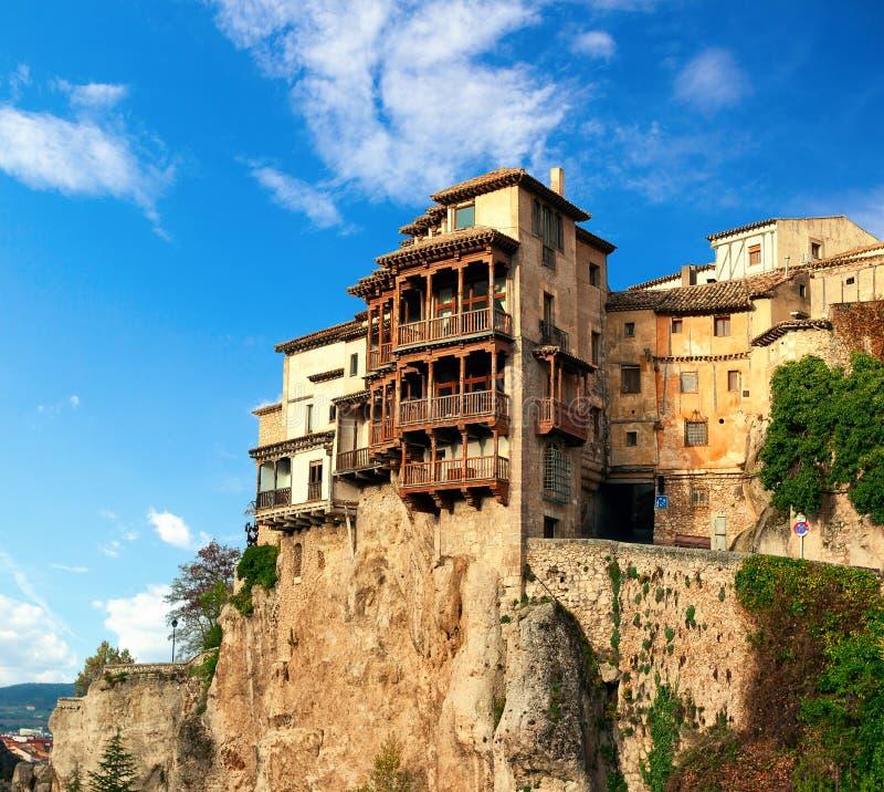 As casas de suspensão de Colgadas das casas Casas de suspensão na cidade medieval La Mancha de Cuenca, Castilla, Espanha fotos de stock royalty free