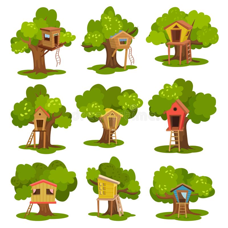 As casas na árvore ajustaram-se, cabanas de madeira em árvores verdes para crianças ilustrações da atividade exterior e do vetor  ilustração stock