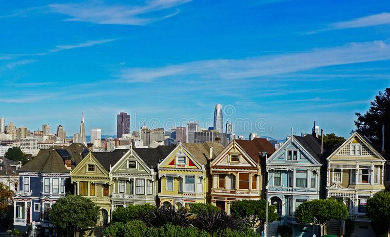 As casas pintadas das senhoras em San Francisco imagem de stock