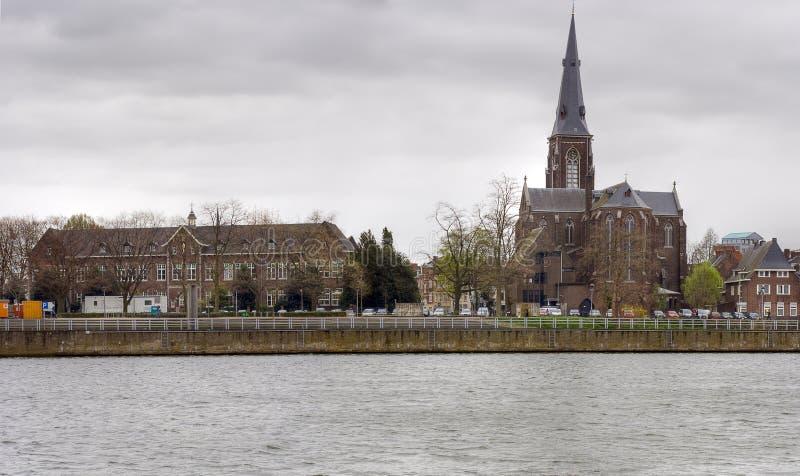 As casas velhas que aling o rio Mosa depositam, Maastricht. imagem de stock